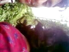 বড় সুন্দরী মহিলা কাজের মেয়েকে চুদাচুদি